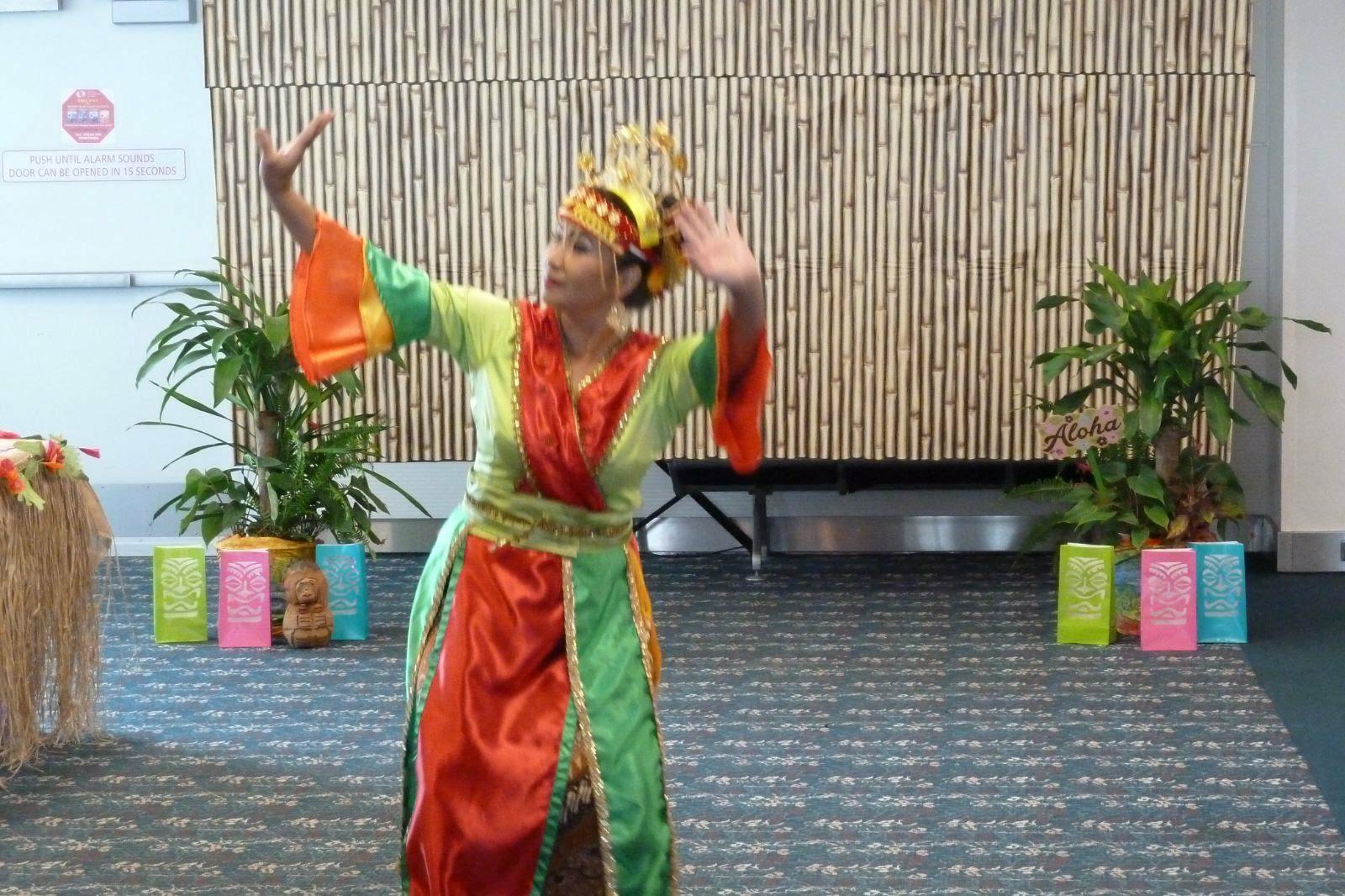 LENGGANG NYAI Dance